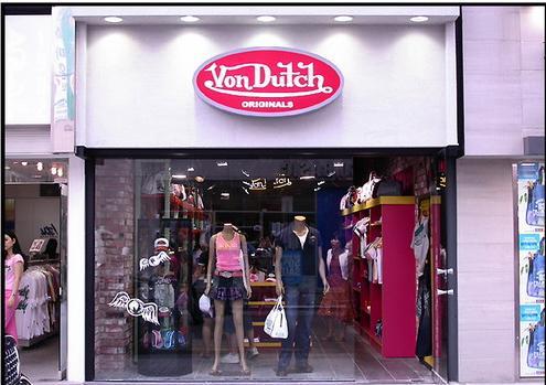 韩国服装品牌von dutch很有特色个性的橱窗设计装修图