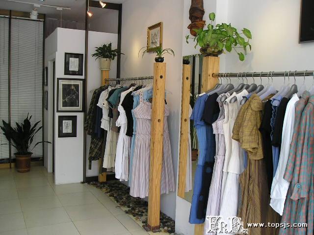 個性服裝店裝修:非主流服裝店面裝修設計效果圖片方案